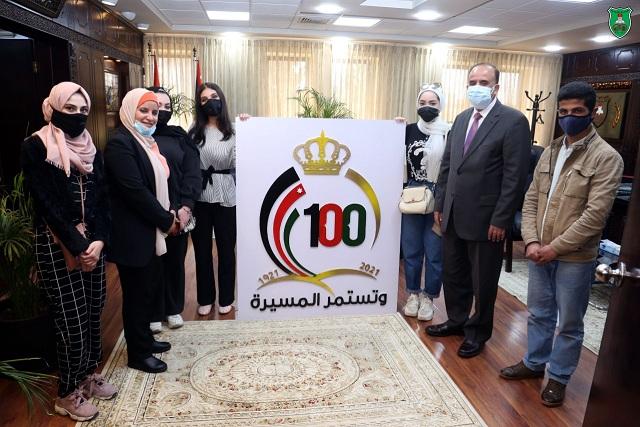 لوحة فنية بعنوان شعار مئوية الدولة الأردنية