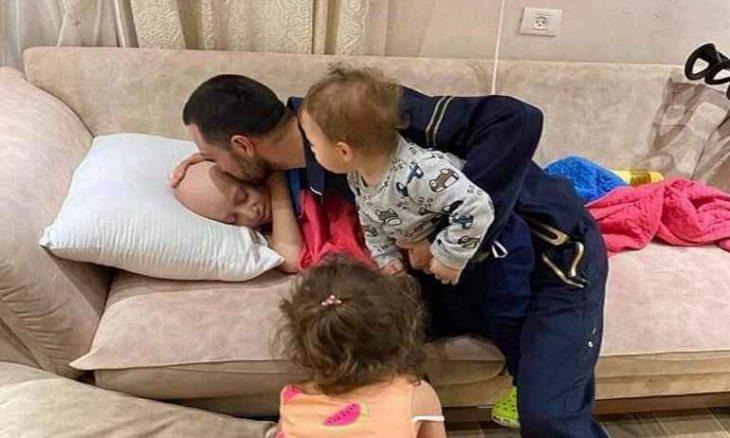"""""""قبلة الوداع"""" تثير تفاعلاً على تويتر.. فلسطيني يودّع طفله المصاب بالسرطان قبل اعتقاله من قوات الاحتلال"""